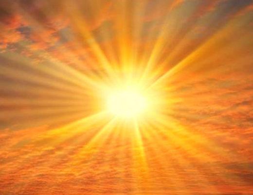 Lumière du soleil à travers des nuages
