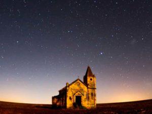 Eglise sur fond étoilé